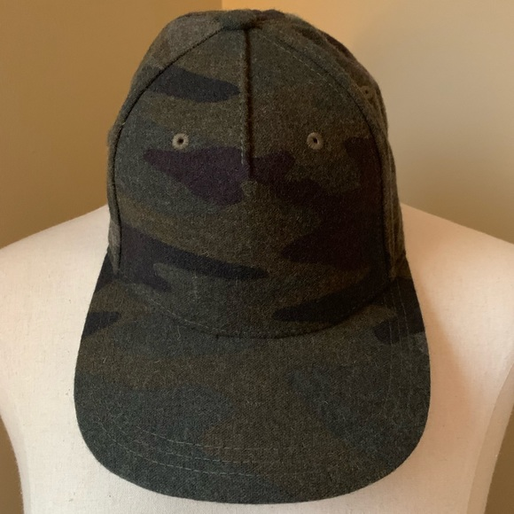 GAP Accessories - GAP camouflage baseball cap 🧢